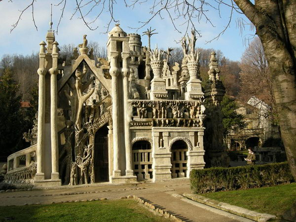 Ideal Palace (France).