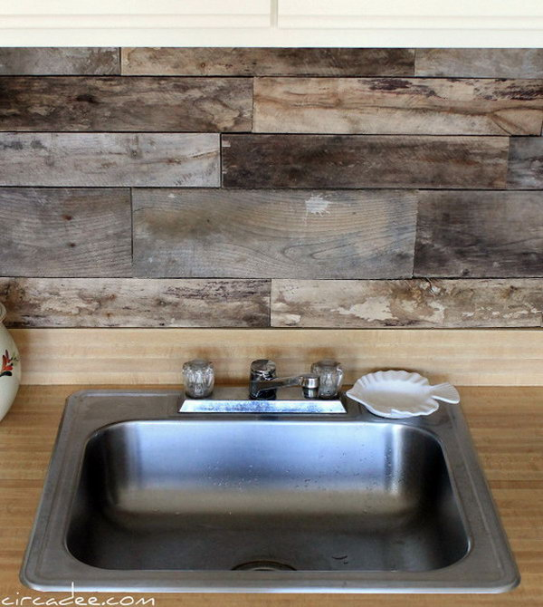 Pallet wood backsplash. Not only protect the walls from staining, but also add a decorative touch to your kitchen design.