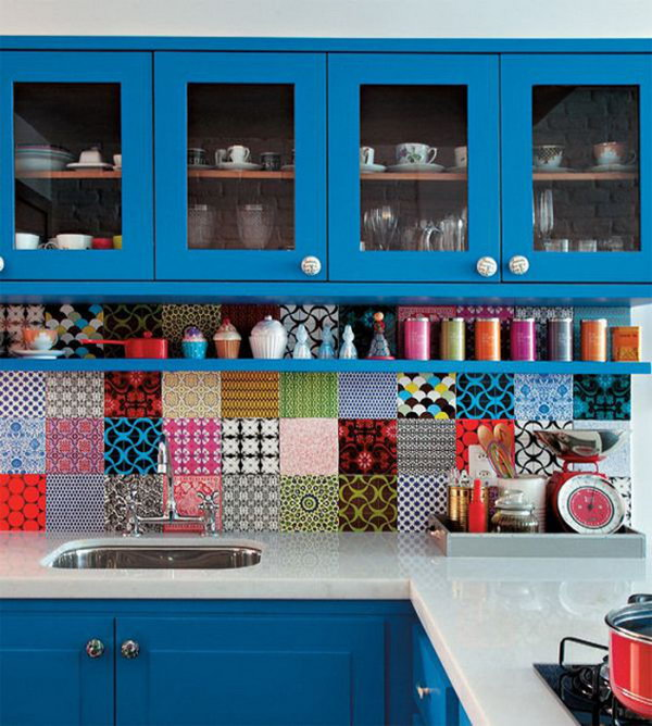 Combine multiple colors and patterns. Not only protect the walls from staining, but also add a decorative touch to your kitchen design.