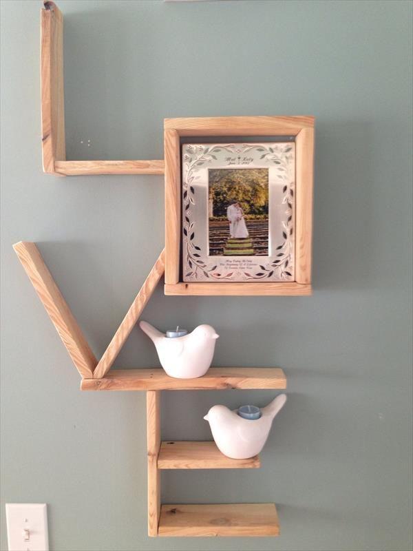 DIY Pallet Love Wall Shlelf,