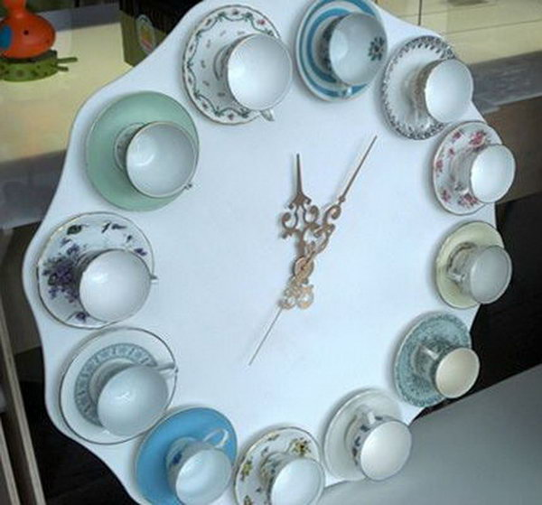 What a cool kitchen decorating idea with this DIY teacup clock.