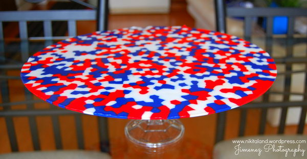 Pizza Pan Patriotic Platter. A DIY platter made with red, white and blue beads and pizza pan. Cute idea to show off my goodies, like Patriotic Strawberries, or perhaps some garnishes.