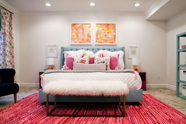 I think all teen girls will love this bedroom with bright and fresh colors and a great and cozy bench in IKEA rugs.