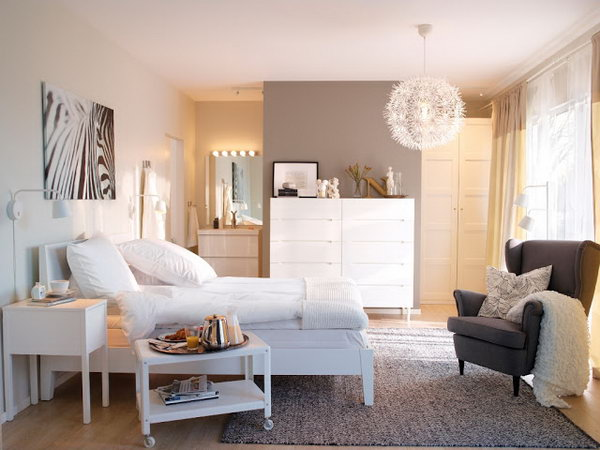 White is the favorite color of most people with the meaning of purity and cleanness. The lighting is very good with white elements in this bedroom.