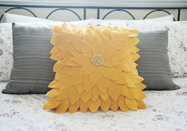 Cute felt sunflower pillow tutorial
