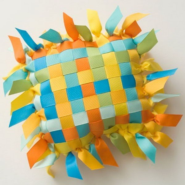 If you feel like this adorable ribbon and fleece pillow, see the instructions