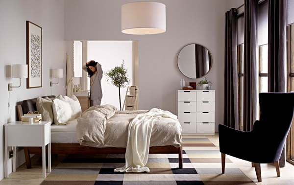 Harmony is an important part in the bedroom design. The colors, the furniture and everything else are simple but perfectly harmonized.