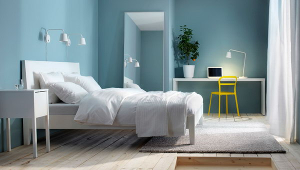 Blue has always been a sign of freshness and elegance. As a result, blue as a wall color in a bedroom is always perceived as soothing while also creating a calm atmosphere.