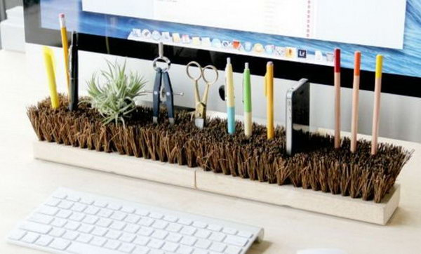 An organized desk will give you an organized mind and a good mood, so get yours in order by just inverting a broom head to store most of the junk on your tabletop, like pens and office stationery, and even create a cool charger dock for your smartphone.