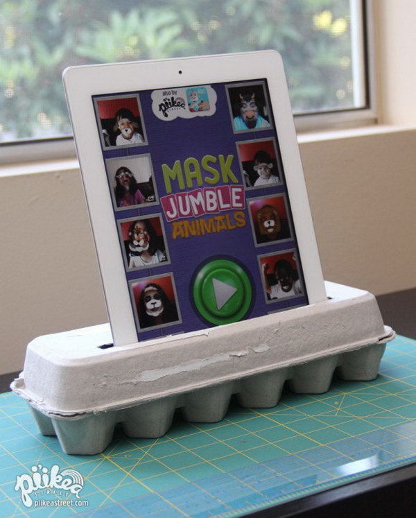 DIY egg carton iPad stand. Are you amazing at this creative iPad stand? It doesn't take you much to make one. All you need is an egg carton, 4 wine corks and two pencils. Here's  the detail directions for your reference.
