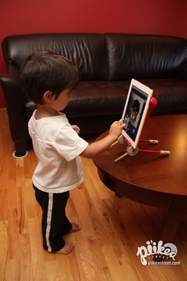 DIY tinker toys iPad stand.Recycling the old toys as a stand for your iPad is a smart way. It's a great gift for your kids.