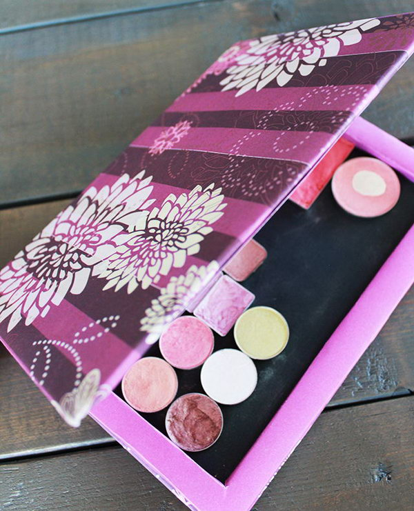 This DIY makeup palette is a perfect budget solution for those who have powders floating around. You just need some paper and cardboards to create a practical and inexpensive palette for your own.
