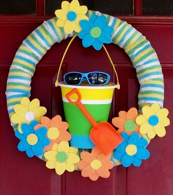 Beach Themed Wreath. The shovel, pail and sunglasses on the wreath remind us of beach. It is a good idea for summer wreath.