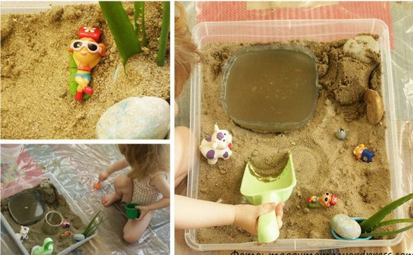 Water and sand game. Fill the box with cotton balls and can, colored pom-poms, shavings, straw, pine needles, pine cones, pebbles and let the baby  simply pour the sand into the water.