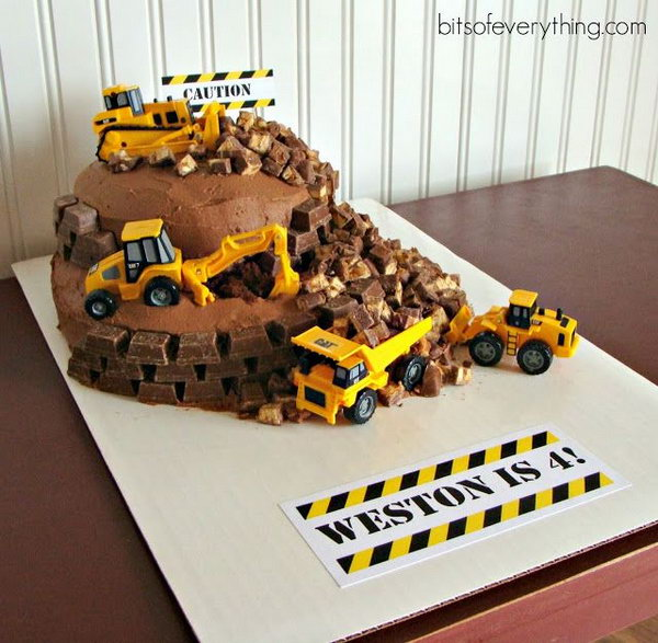 Construction Theme Birthday Party Cake: Treat your little boy and his friends with this fun and delicious construction work birthday party cake.