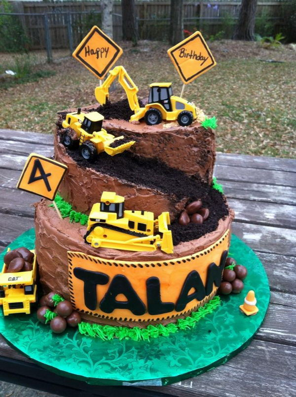 Construction Themed Birthday Cake: If your boy has an obsession with tractors, this would be great birthday cake for him.