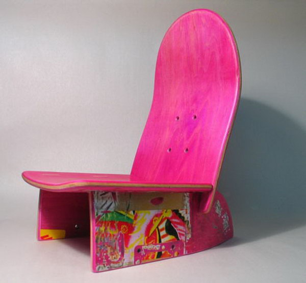 Cool Game Chair for Kids: Gorgeous transformation! The useless skateboard was getting an amazing art sense touch by switching used skateboard into contemporary recycled chair. It'll be cute in any kid's bedroom.