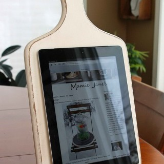 25 DIY iPad Stand Ideas and Tutorials