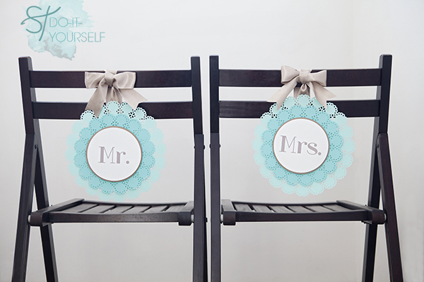 Simple Mr. and Mrs. Chair Signs. Get more details