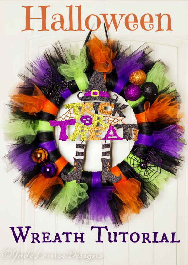 DIY Tutu Halloween Wreath Tutorial .