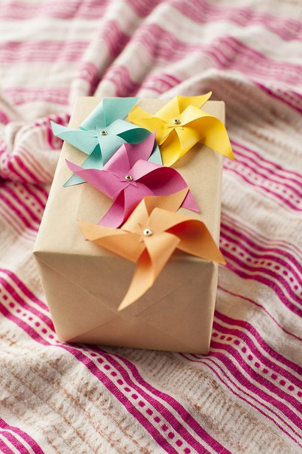 DIY Pinwheels Gift Wrapping.