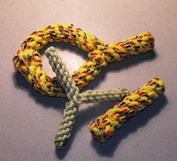 DIY Paracord Dogs Chewers and Toys.