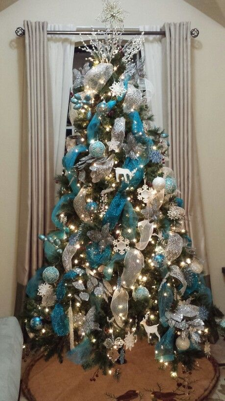 Awesome christmas tree decorations for Blue gold and white christmas tree