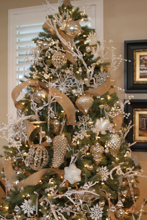 christmas tree with a touch of gold and white - White And Gold Christmas Tree Decorations