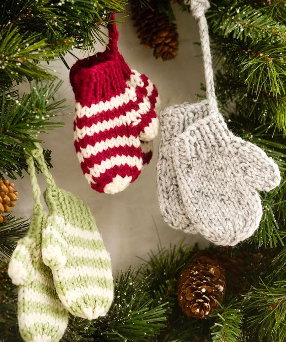Mitten Ornaments Crochet Pattern.