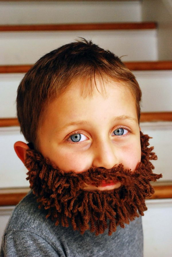 Awesome DIY Yarn Beard. What a good idea. This would be great for church/school plays or a Halloween costume. Tutorial via