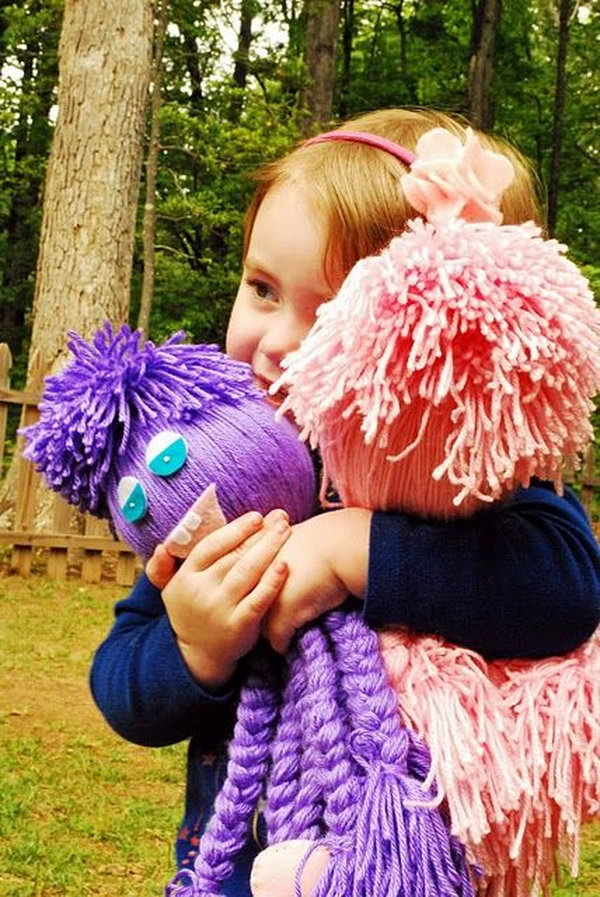DIY Yarn Octopus Toys for The Littles. The yarn octopus are easy and fun to make! And it is a great project to use that one ball of yarn. Tutorial via
