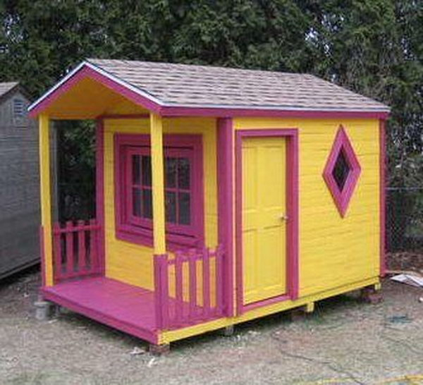 DIY Pallet Playhouse.  Get the tutorial