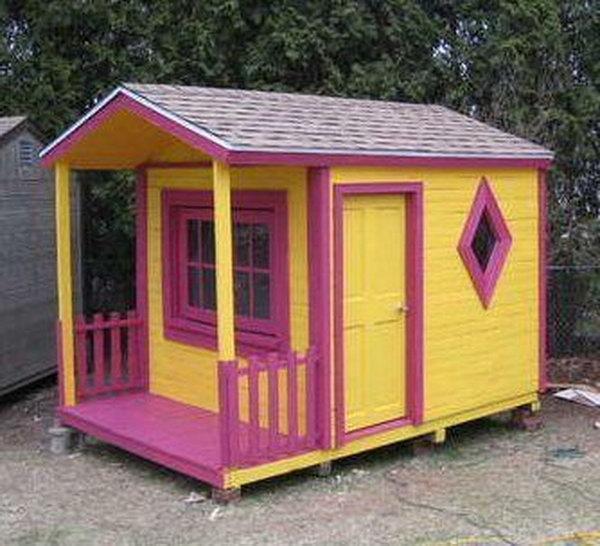 DIY Pallet Playhouse.  Get the tutorial
