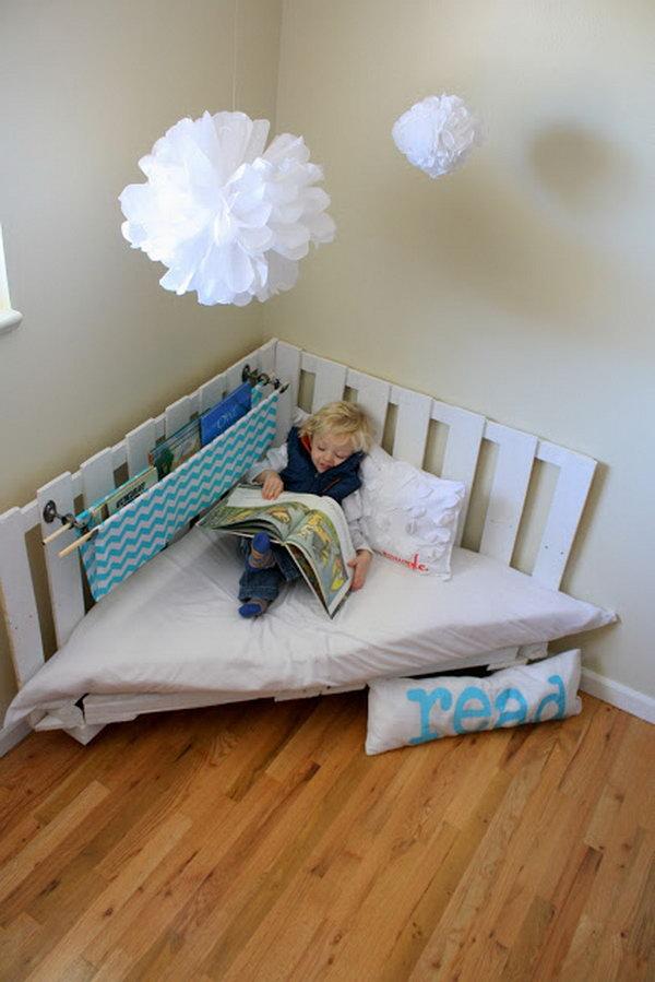 Pallet Reading Nook for Kids.  Get the tutorial