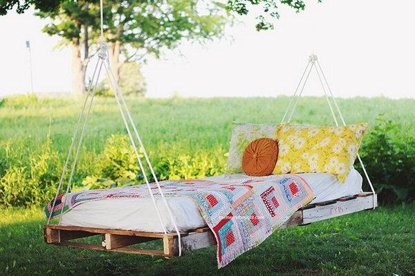 DIY Pallet Swing Bed.  Get the tutorial