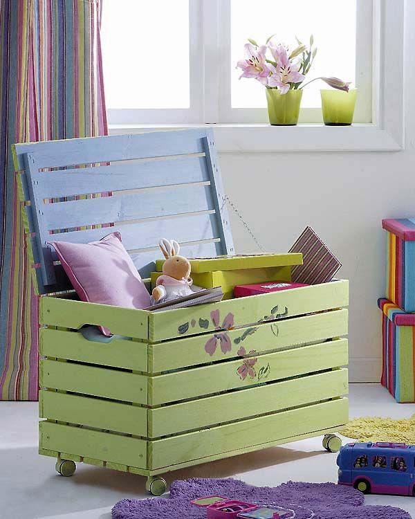 DIY Pallet Kids Toy Box.