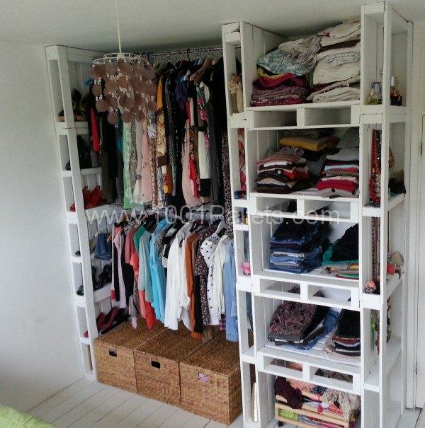 DIY Pallet Wardrobe.