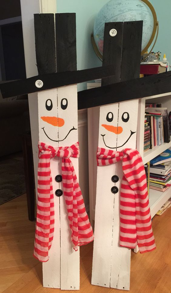 Snowmen Made From Pallet Wood.