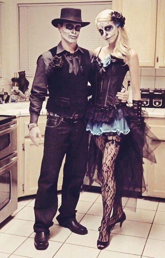 Dia de Los Muertos Couple Costume.